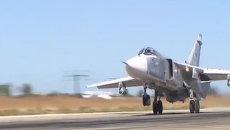 Момент сброса бомбы с российского самолета Су-24М на боевом вылете в Сирии