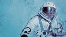 Летчик-космонавт СССР Алексей Леонов впервые в истории космонавтики совершил выход в открытый космос