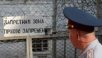 Сотрудник правоохранительных органов на территории Владимирского централа. Архивное фото