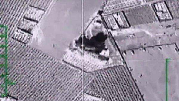 Самолеты российских Воздушно-космических сил нанесли точечные удары по складу террористов в провинции Ракка. Архивное фото
