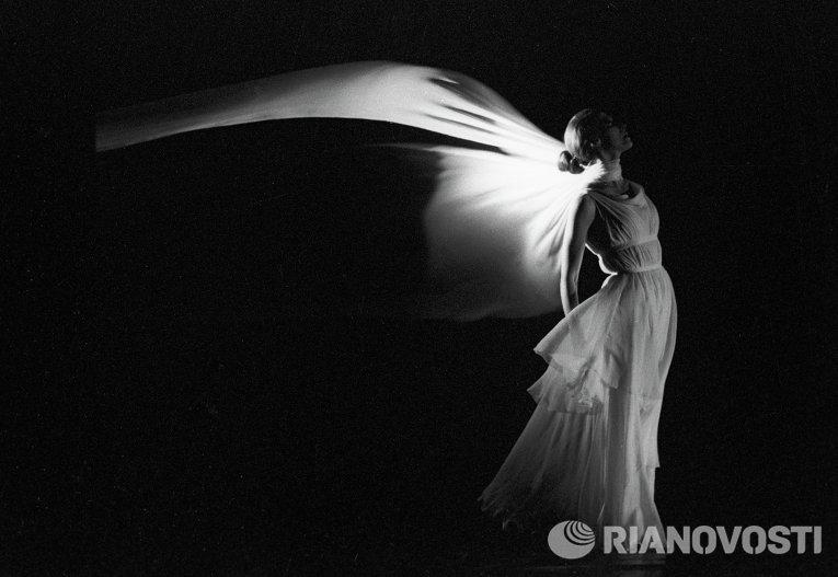 Балерина Майя Плисецкая в монобалете Айседора