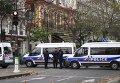 """Полицейские около театра """"Батаклан"""" в Париже, где произошел один из серии терактов"""