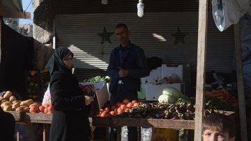 Жители в сирийском городе Алеппо. Архивное фото