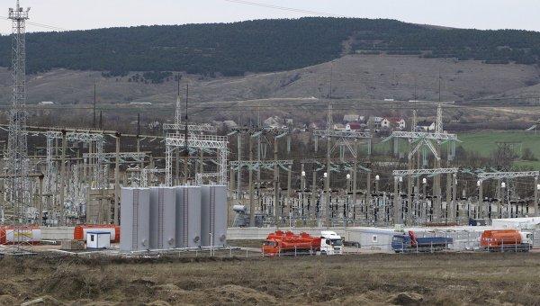 Мобильная электростанция в районе Симферополя в Крыму, 22 ноября 2015