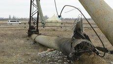 Поврежденный электрический пилон в районе села Чаплинка в Херсонской области