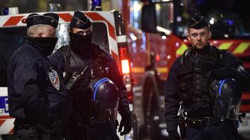 Полиция на месте операции по освобождению заложников во французском городе Рубе. Архивное фото