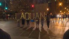 Жители Чикаго скандировали имя убитого афроамериканца у здания полиции