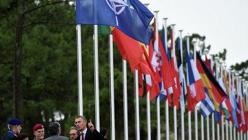 Генсек НАТО Йенс Столтенберг на встрече в городе Троя, Португалия. Архивное фото