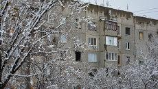 Дома, пострадавшие от обстрелов украинской армии, в поселке Донецкий в ЛНР, Украина. Архивное фото