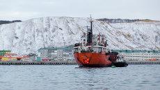 Танкер Надежда, севший на мель в акватории порта Невельск Сахалинской области. Архивное фото