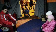Местные жители в палаточном городе МЧС России в Симферополе