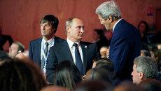 Президент России Владимир Путин и Госсекретарь США Джон Керри на климатической конференции ООН в Париже