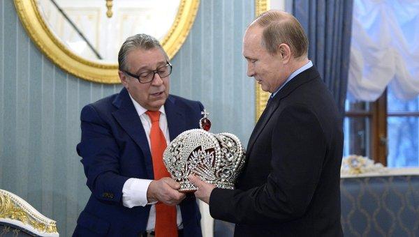 Президент РФ Владимир Путин поздравил с 70-летним юбилеем народного артиста Геннадия Хазанова