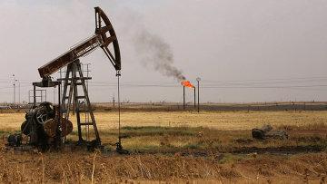 Вышки на нефтяном месторождении в Сирии. Архивное фото