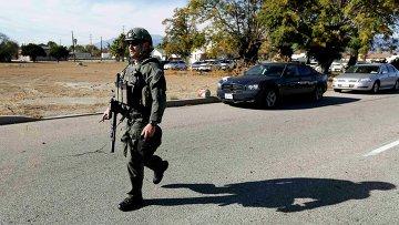 Полиция на месте стельбы в Сан-Бернардино