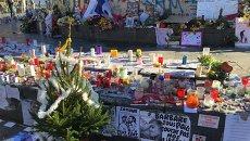 Цветы на улицах Парижа в память о погибших и пострадавших в терактах. Архивное фото