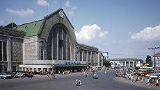 Здание железнодорожного вокзала в Киеве. Архивное фото