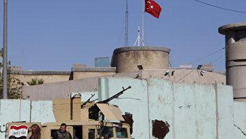Иракские силы безопасности у посольства Турции в Багдаде. Архивное фото
