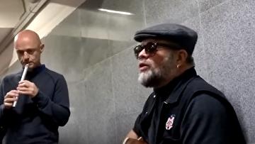 Борис Гребенщиков спел в Московском метро