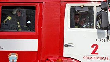 Сотрудники МЧС России во время совместных пожарно-тактических учений в Севастополе