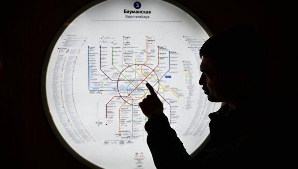 Карта метро на станции Бауманская Арбатско-Покровской линии Московского метрополитена, открывшейся после капитального ремонта