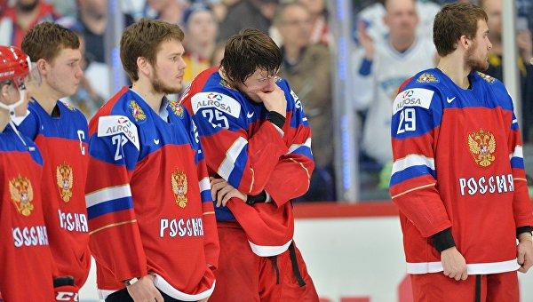Игроки сборной России после поражения в финальном матче молодежного чемпионата мира по хоккею