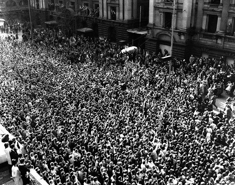 Поклонники группы The Beatles в Мельбурне. 1964 год