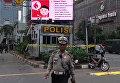 Военные патрули и работа полиции на местах терактов в Джакарте