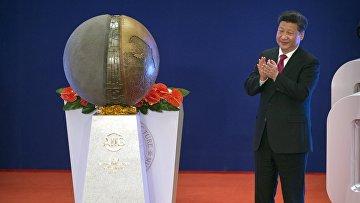 Председатель КНР Си Цзиньпин выступает на открытии Азиатского банка инфраструктурных инвестиций, 16 января 2016