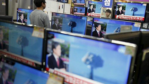 Сообщения об испытании водородной бомбы в КНДР по телевидению в Сеуле, 6 января 2016