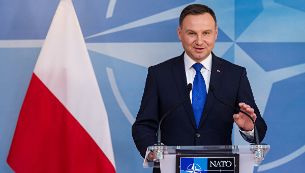 Президент Польши Анджей Дуда обращается к СМИ в штаб-квартире НАТО в Брюсселе