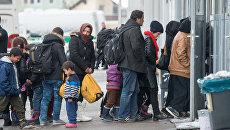 Беженцы в очереди на регистрацию в Пассау, Германия. 16 января 2016. Архивное фото