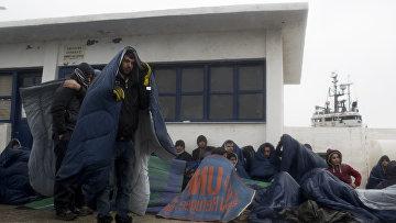 Прибывшие мигранты. Архивное фото