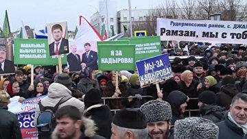 Чеченцы с портретами Рамзана и Ахмата Кадыровых вышли на митинг в Грозном