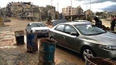 Проверка документов и автомобилей в сирийском городе Хомсе