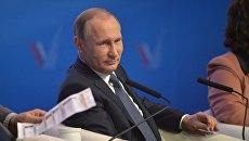 Президент России Владимир Путин принимает участие в пленарном заседании межрегионального форума Общероссийского народного фронта (ОНФ) в Ставрополе