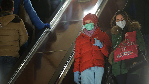 Пассажиры метро во время эпидемии гриппа. Архивное фото