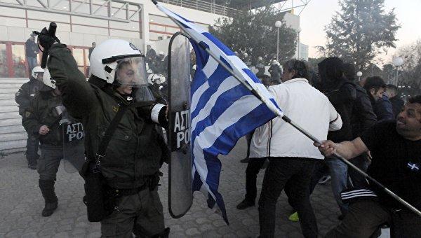 Стычка греческих фермеров с полицией