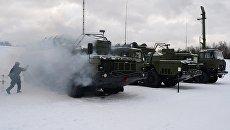 Зенитная ракетная система С-400 Триумф, поступившая на вооружение объединения противовоздушной обороны Воздушно-космических сил в Московской области. Архивное фото