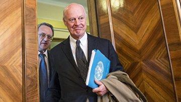 Специальный посланник ООН по Сирии Стаффан де Мистура (справа