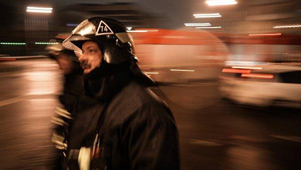 Сотрудники пожарно-спасательных подразделений. Архивное фото
