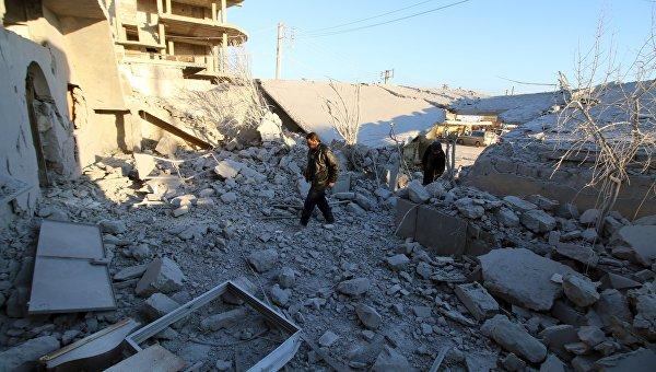 Последствия авиаудара сирийской армии по городу Анадан 3 февраля 2016