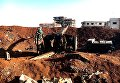 Солдат сирийской армии у артиллерийского орудия во время штурма населенного пункта Осман в провинции Дераа