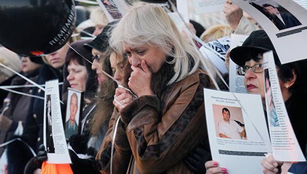 Жители Одессы во время траурных мероприятий у здания Дома профсоюзов