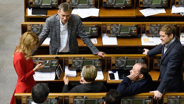 Депутаты на заседании Верховной рады Украины. Архивное фото