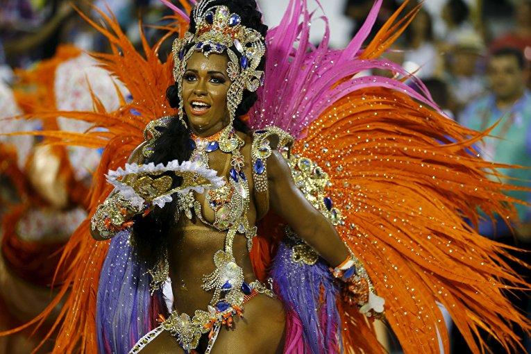 полный разврат бразильского карнавала участницы