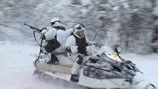 Мотострелки  на снегоходах преследовали врага на учениях под Мурманском