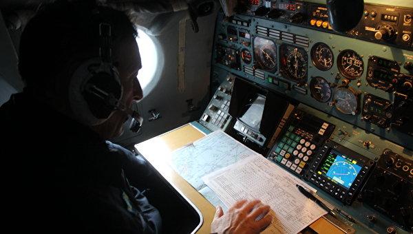 Самолет МЧС на авиаразведке в Охотском море