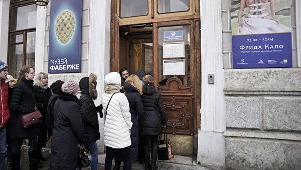 Очередь на выставку Фриды Кало в Санкт-Петербурге
