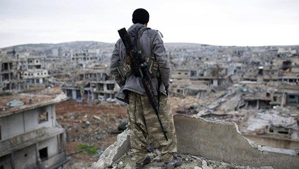 Сирийский курдский снайпер в городе Кобани. 2015 год. Архивное фото